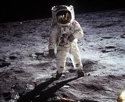 Нил Олден Армстронг на поверхности Луны